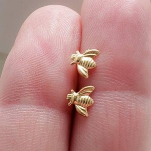 NWOT 18K gold plated bee 🐝 earrings
